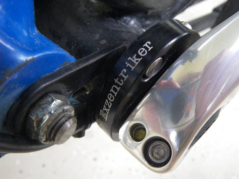 Exzentriker at the bottom bracket